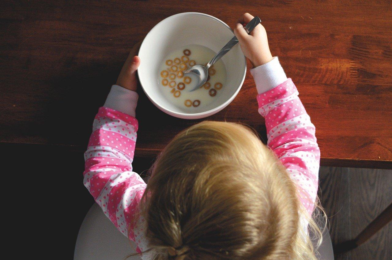 Crianças em casa: momento da família melhorar os hábitos alimentares!